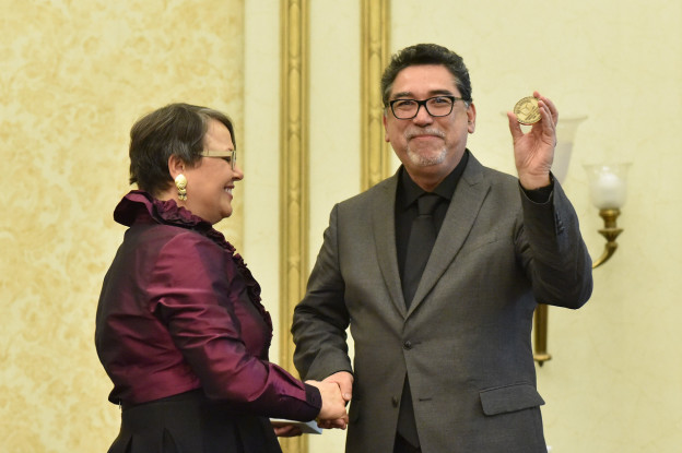 (José David Saldívar receives 2016 Hubbell Medal from Rosemary Feal)